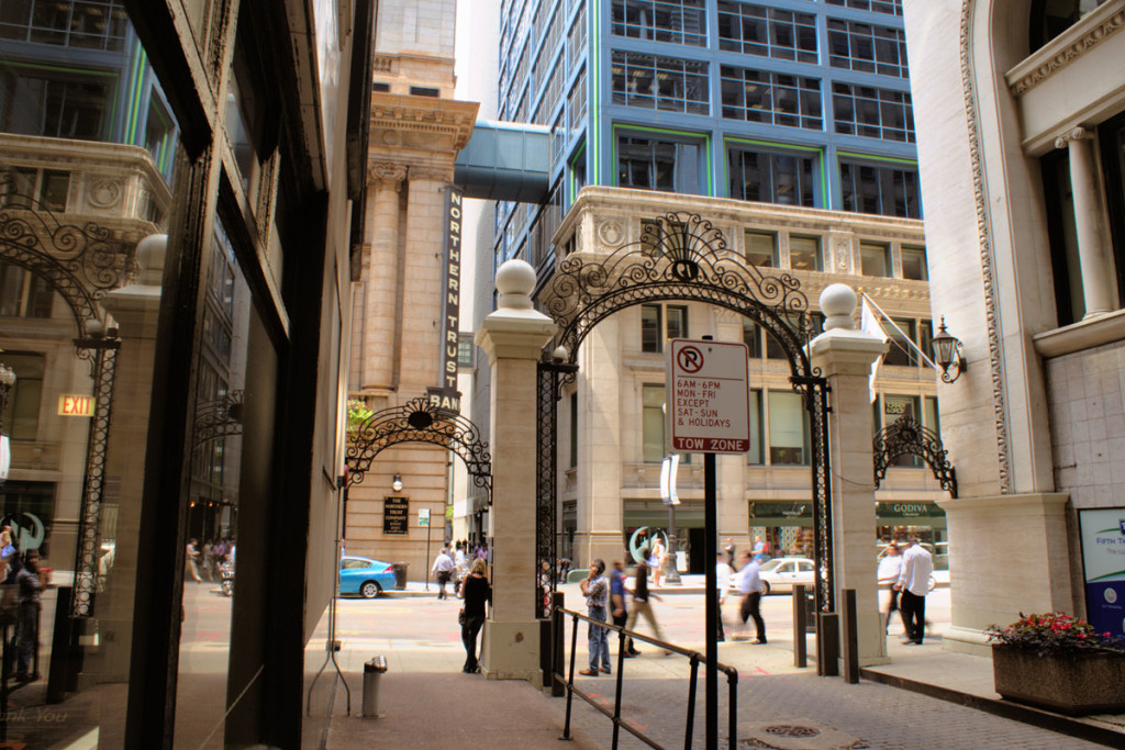 Alley at 19 N LaSalle St in Chicago, 2014